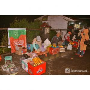 penjual makanan di penanjakan bromo