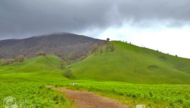 gambar gunung bromo - bukit teletubies 2