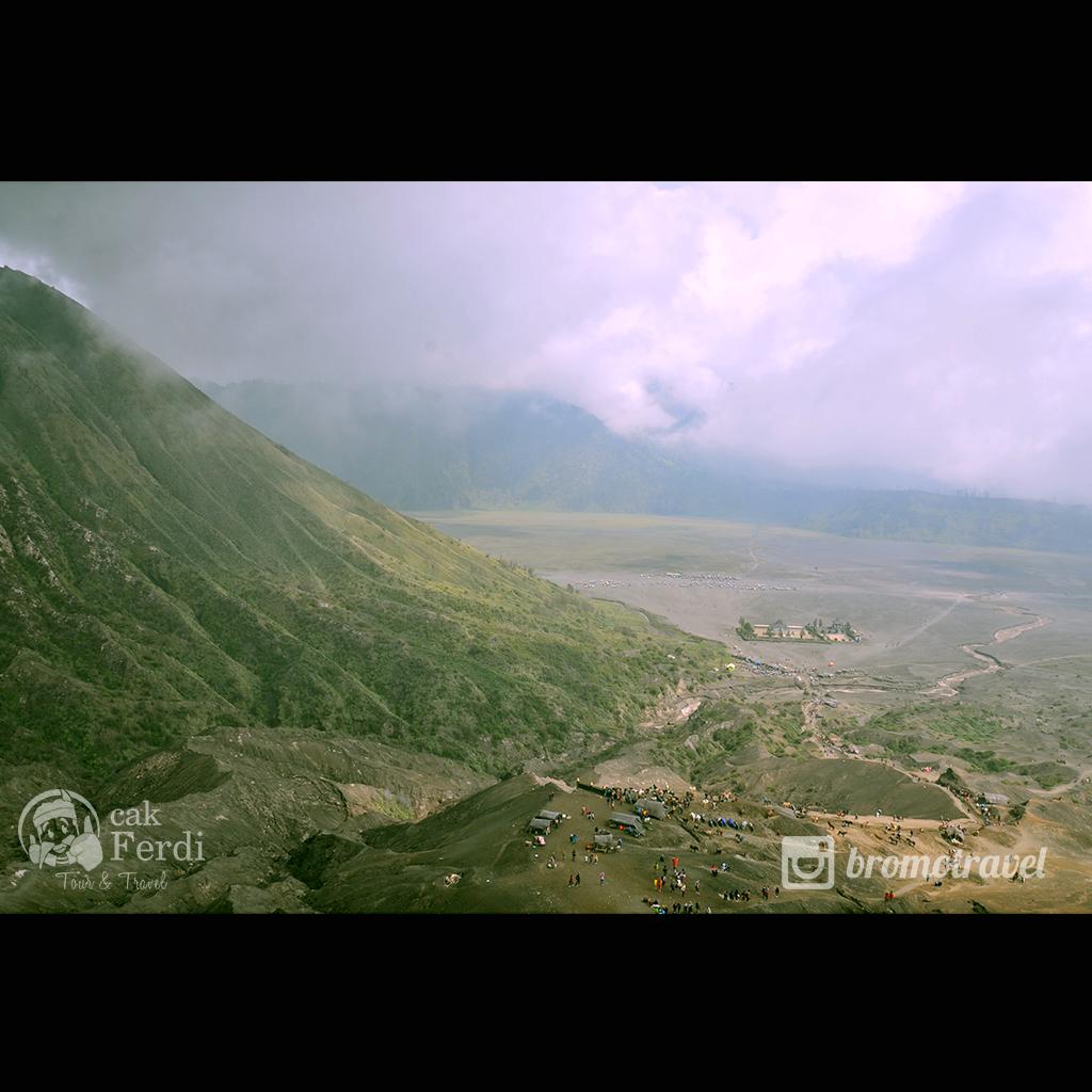 pemandangan dari kawah gunung bromo