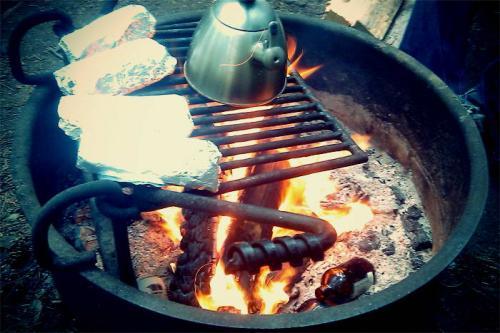 sumber : http://jalan2.com/forum/topic/16556-kumpulan-resep-praktis-untuk-dimasak-saat-camping/